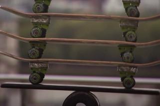 Sirkus beraksi sepeda motor rola-bola di London
