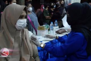 Dinkes Kalbar gelar vaksinasi COVID-19 saat malam